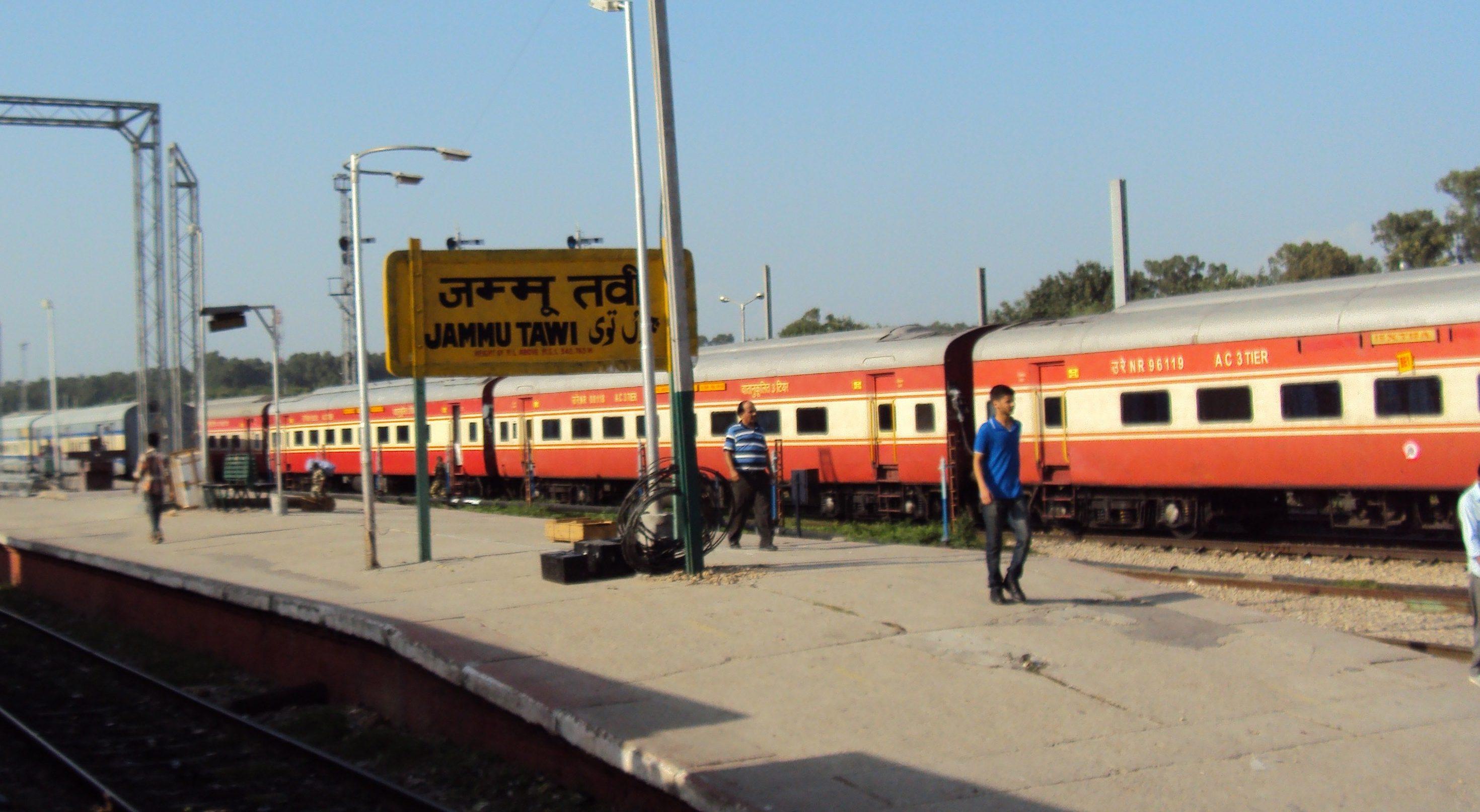 Jammu_Tawi_to_Delhi_-_Rail_side_views_02
