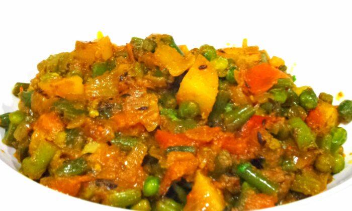 रोज रोज एक ही तरह की सब्जी खा कर बोर हो गए हो,तो बनाइए मिक्स सब्जी ( mix sabji )