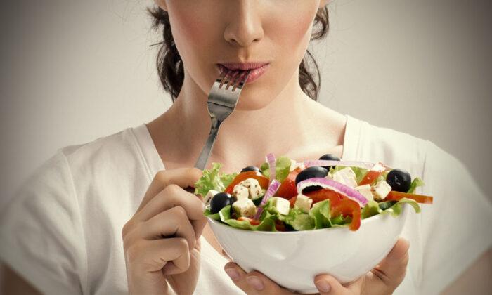 क्या आप भी करते है खाने में यह गलती ?तो होगी ये परेशानिया ( mistakes we make while eating food )