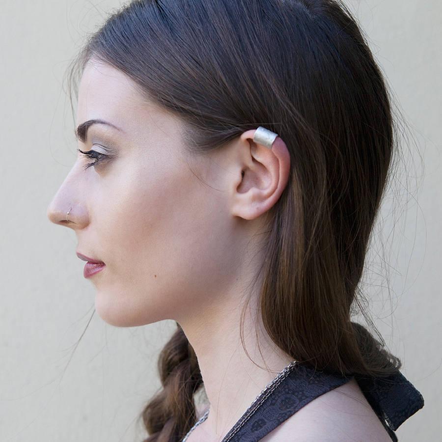 कान में  बाल