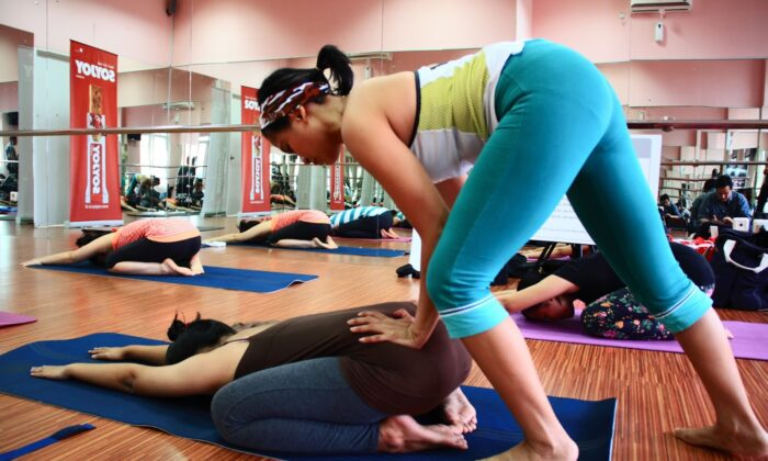 अस्वस्थ या गर्भवती महिलाएँ ना करे हॉट योगा ( unfit or pregnant women avoid hot yoga )