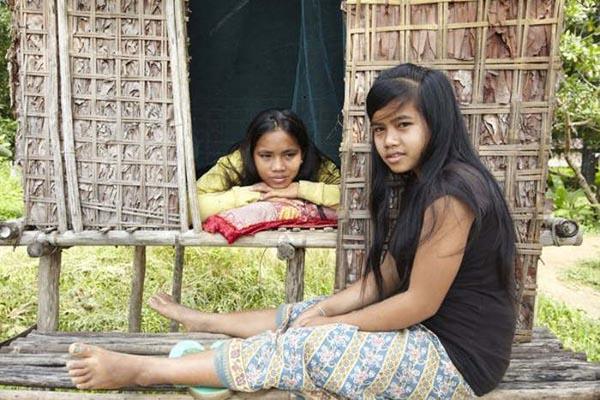 लडकियाँ लेती है पहले टेस्ट लड़को  का तब करती है शादी ( girls picks premarital tests )