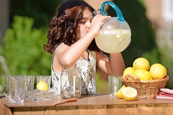 सुबह की सुरुवात नींबू पानी के साथ करें और देखे लाभ ( in the beginning of the meeting to the lemon water )