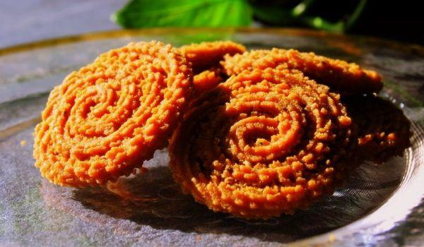 चावल के आटे से झट-पट बनाए टेस्टी चकली ( make testy chakli by rice flour )