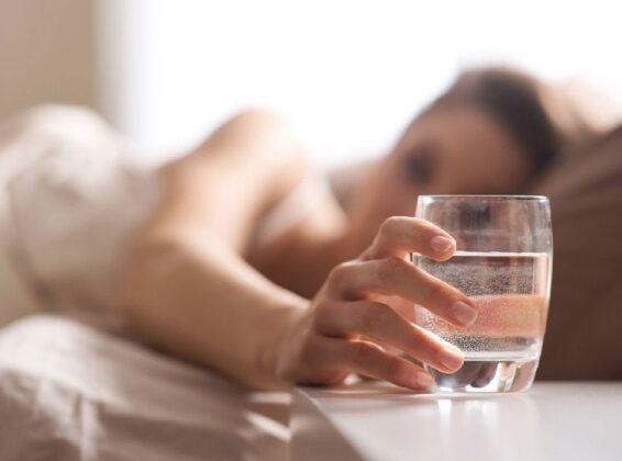 सुबह–सुबह पिये एक गिलास पानी और रहे स्वस्थ ( amazing benefits of saltywater )
