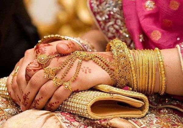 गरुड़ पुराण:अगर आपकी पत्नी में है ये गुण तो है आप भाग्य के धनि ( rich is lot of you in garundpuran )