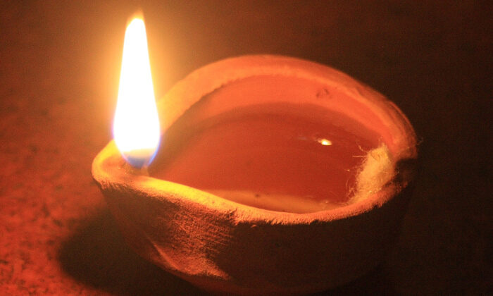 अत्यधिक कष्ट भोगना पड़ रहा हो तो एक दिया जलाये शनिमहाराज़ को ( did shanimahraz burn lamp )