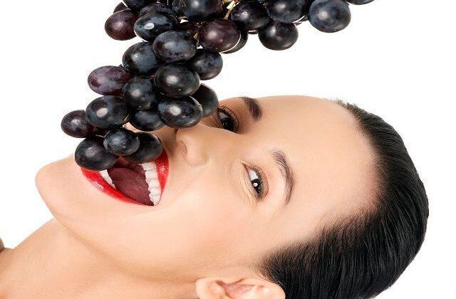 काले अंगूर के है ये अचम्भित कर देने वाले लाभ ( amazing benefits of black grapes )