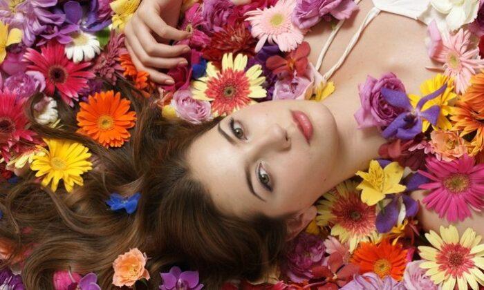 चेहरे के निखार के लिए फूलों  का फेस पैक बनाए ऐसे ( amazing flower facepacks )