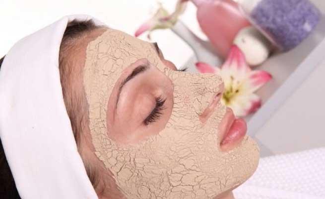 चंदन से पाए दमकती सुंदर त्वचा ( amazing skin benefits of sandle )