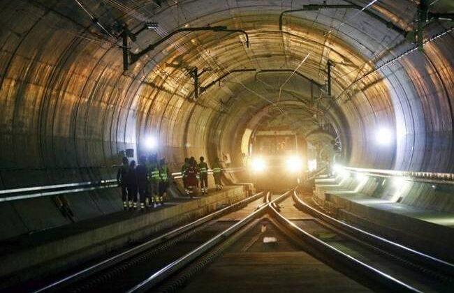 दुनिया की सबसे लम्बी 5 सुरंगे,जो कर देंगी आपको हैरान ( the world longest 5 amazing tunnel )