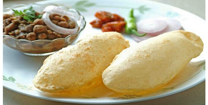 टेस्टी नाश्ता छोले भटूरे ( tasty breackfast chhole bhature )