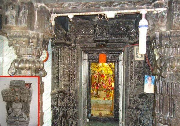 चमत्कारिक मंदिर:सच्चे मन से हाथ फेरा जाए तो चट्टानों से निकलता है पानी ( amazing temple )