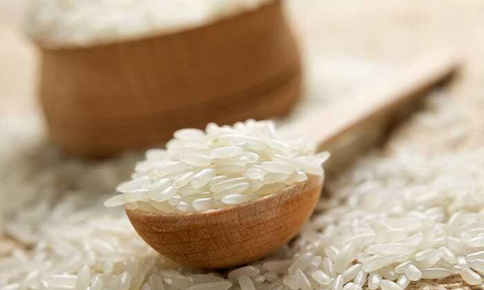 चावल के आटे का स्क्रब दिखाएगा जादू फेस पर ( amazing rice flour scrub )