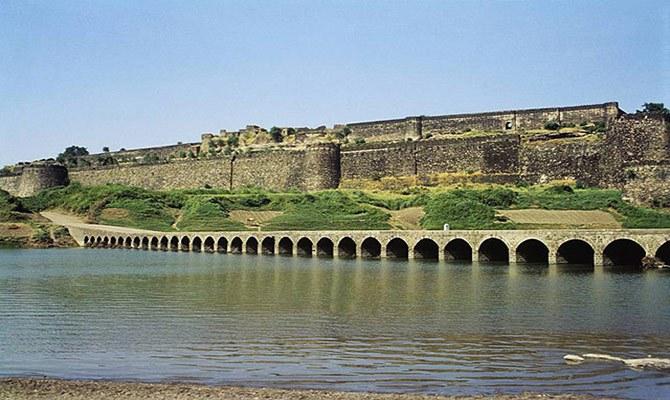 पलंग पर राजा के सोने और हुक्का पीने की आवाज आती है इस किले में आज भी  ! ( amazing fort of the king )