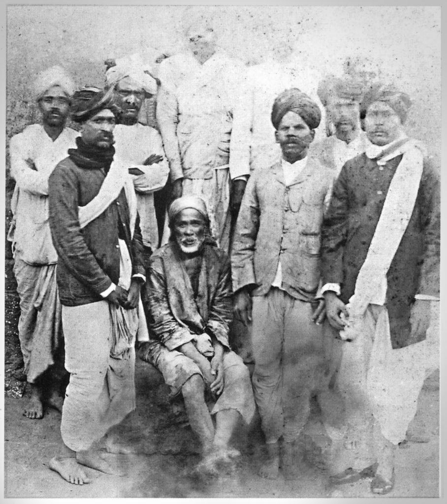 shirdi-sai-baba-and-devotees2