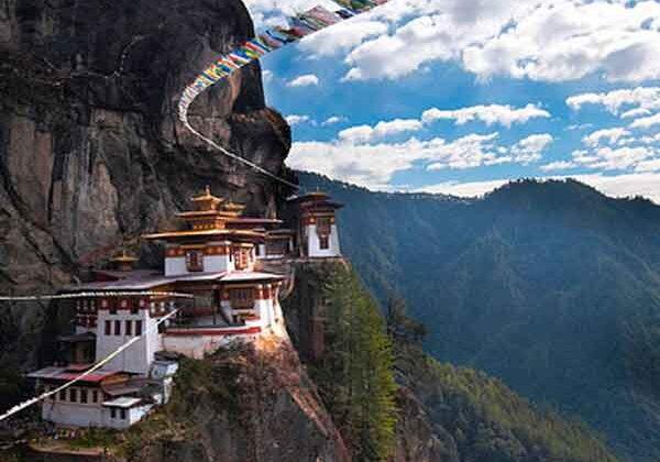 पहाड़ी पर बना अनोखा मठ जिसकी बात ही है कुछ निराली ( amazing math in bhutan )