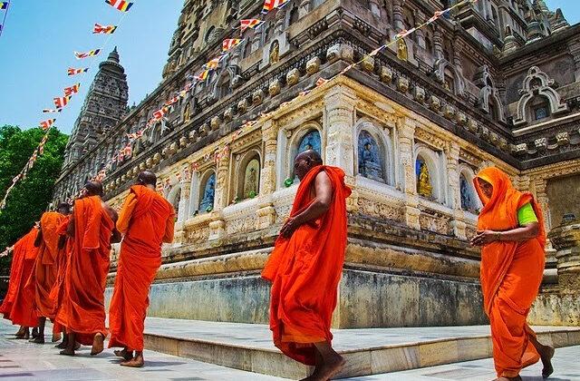 इस विशेष मंत्र के साथ करे देवो की परिक्रमा और पाए लाभ ( mantra and dev parikrama )