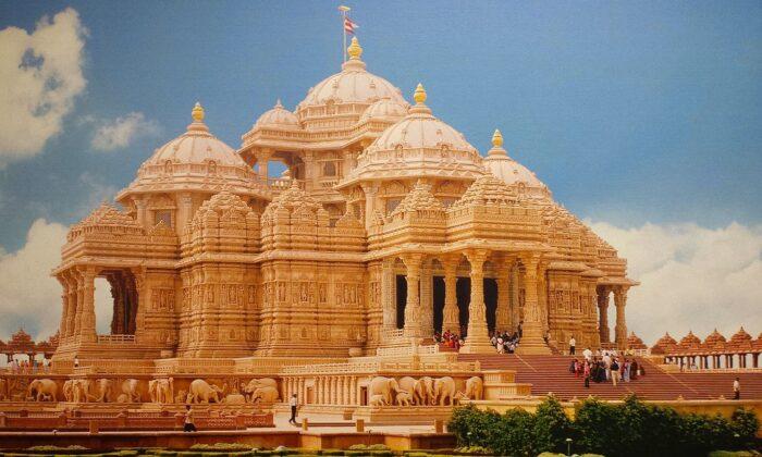 विश्वभर के विशाल मन्दिरों में से एक है ! स्वामीनारायण मंदिर(अक्षरधाम मंदिर) ( akshardham temple of spiritual cultural in new delhi )