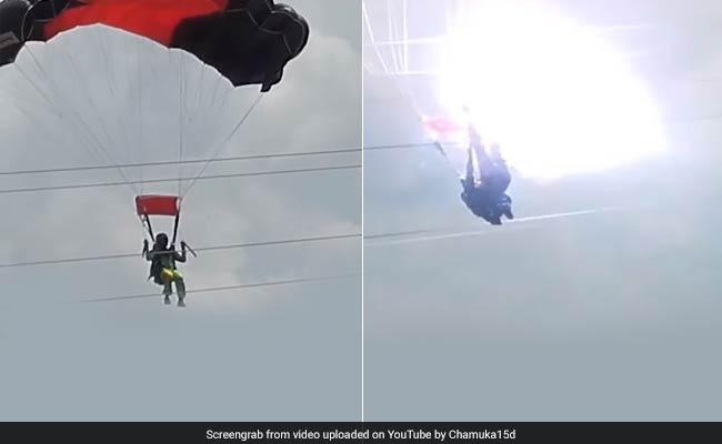 महिला का पैराशूट जब बिजली के नंगे तारो में जा भिड़ा ,देखिए खौफ़नाक वीडियो ( sri lanka army parachute with lady hit into high voltage power line during training )