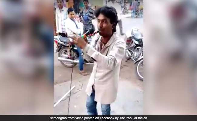 नाक से बांसुरी बजाने वाला बना सोशल मीडिया पर स्टार,करोड़ो बार देखा गया वीडियो ( india man play beautiful flute by nose video goes viral on social media )