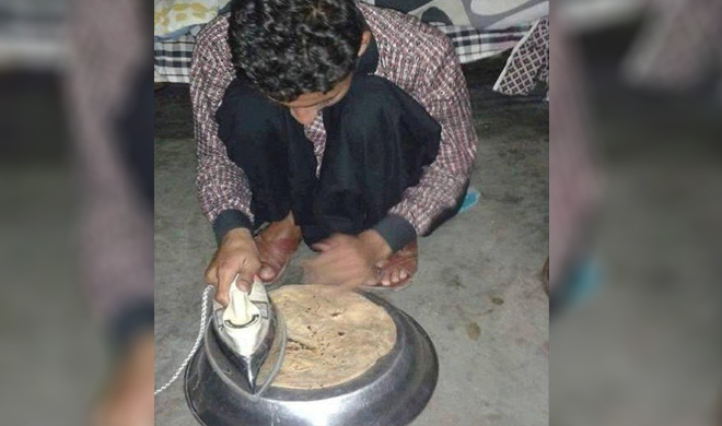 man cooked chapati by iron