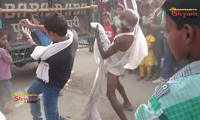 बाबा जी का धोती खोल डांस, देखकर हँसते-हँसते आ जायेंगे चक्कर ( old man dance funny viral video )