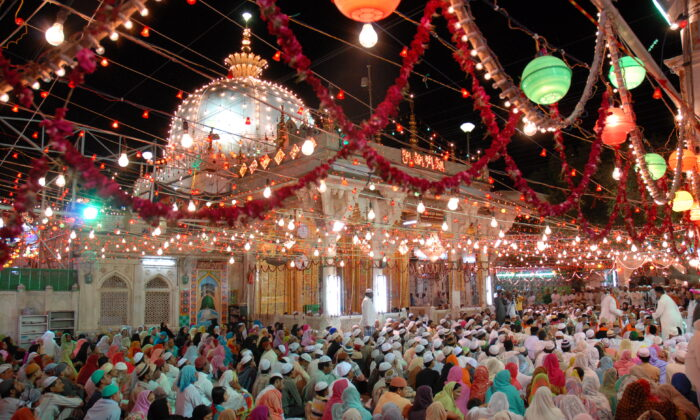 Rajasthan ajmer sharif dargah example of unity