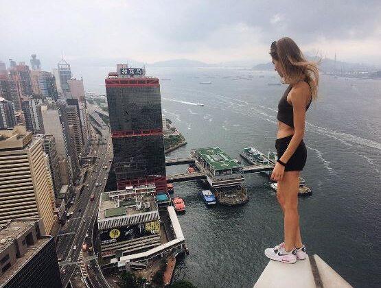 दुनिया की सबसे खतरनाक 13 सेल्फी, जिसको लेने के लिए डाल दी जोख़िम में जान ( most dangerous 13 selfies viral photos )