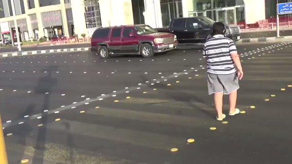 14 साल के बच्चे को रोड पर नाचना पड़ा भारी, किया पुलिस ने गिरफ्तार, जानिए क्या? थी वजह ( viral video a 14 year old was detained for doing the macarena dance in a crosswalk in saudi arabia )