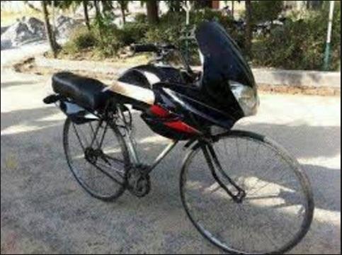 स्कूटर और बाइक के दीवानों ने तो हद कर दी,तस्वीरों में देखे ( funny bike viral photos )