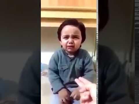 वीडियो: मम्मी ने मारा तो कैसे भड़क गया नन्हा बच्चा देखिये ( funny cute kid viral video )
