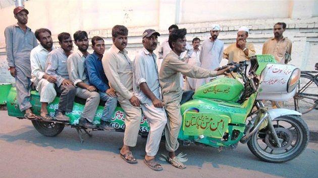 "इन्टरनेट पर धूम मचाती पाकिस्तान की कुछ ""मजेदार तस्वीरें"" ( funny viral photos from pakistan )"