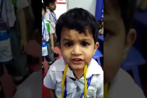 """छोटे से मासूम बच्चे का गाना सुनिये """"गुलाबी आँखे जो तेरी देखी"""" ( cute kid singer viral video )"""