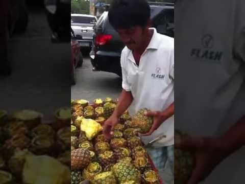 फल वाले का यह फल काटने का टैलेंट हो गया है वायरल ( how many talents are there in india viral video )