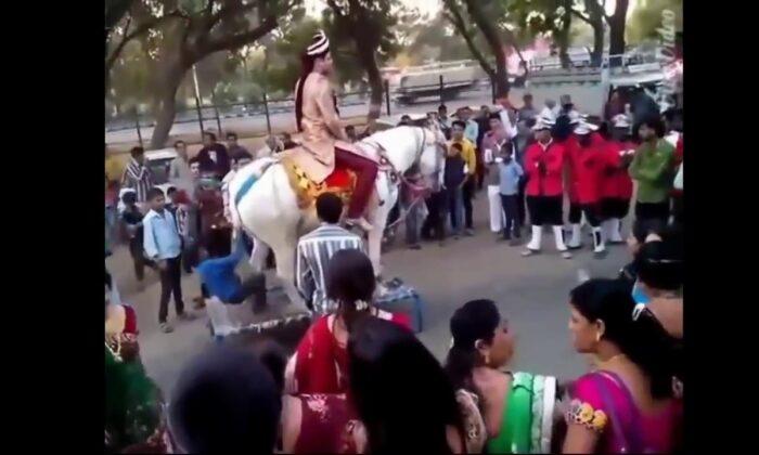 ऐसी मज़ेदार शादियां कही नही देखी होंगी आपने, वीडियो में देखे ( such funny marriages will not be seen anywhere in the video )