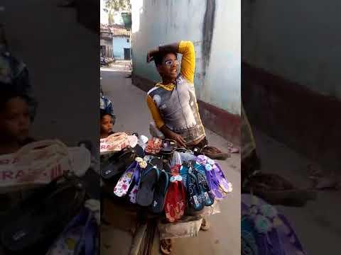 वीडियो : आपने चप्पल बेचने का ऐसा टैलेंट कही नहीं देखा होगा ( viral video this talent of selling slippers )