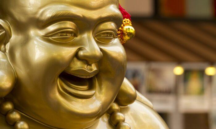 "जानिए लाफिंग बुद्धा यानि ""गुड लक के प्रतीक"" की कुछ रोचक बाते ( know some interesting facts about laughing buddha )"