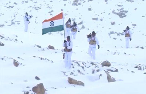 वीडियो :  माइनस 30 डिग्री तापमान में ITBP के हिमवीर हिमालय में 18 हजार फुट की ऊंचाई पर राष्ट्रीय ध्वज के साथ ( viral video69th republic day itbp himveers hoist national flag at 18000 feet )
