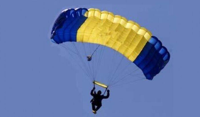वीडियो : 246 फुट की बिल्डिंग से पैराशूट पहन लगाई छलांग, खुला नही पैराशूट और हो गया दर्दनाक हादसा ( viral video basejump failure in stockholm )