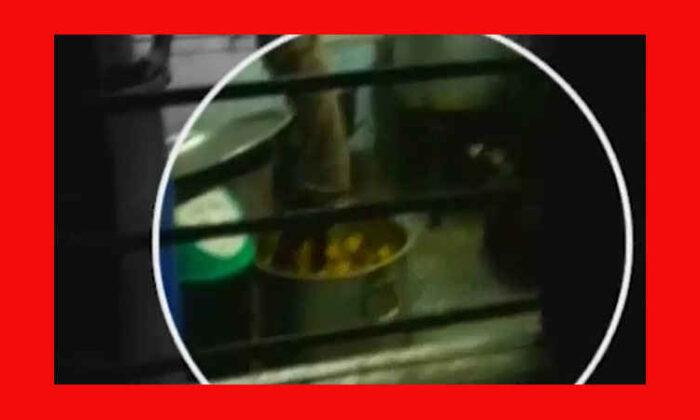 ट्रेन में हो रहा था गंदा काम, ट्रेन का रसोईया हुआ कैमरे में कैद ( viral video caught on cam railway pantry employee mashing potatoes with his feet )
