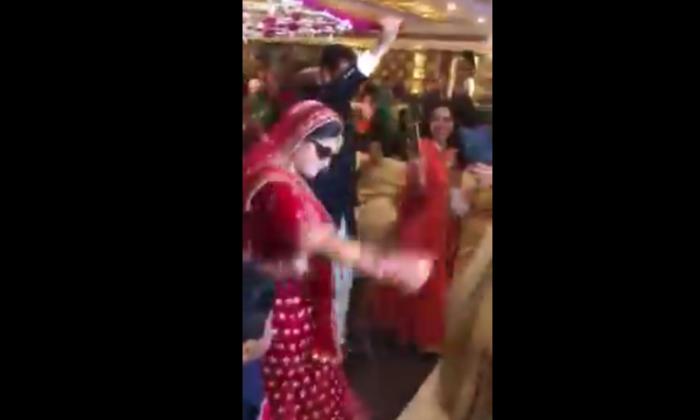 धाकड़ दुल्हन ने शादी से पहले कर दिया सबको हैरान करने वाला काम, वीडियो हुआ वायरल ( viral video bride danced in own wedding )