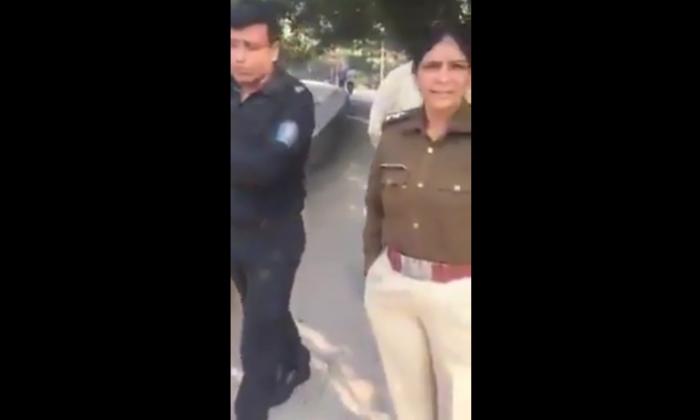 प्रेमी जोड़े को पुलिस कर रही थी परेशान, एक शख्स ने आकर की पुलिस की बोलती बंद ( viral video police lovers were doing the couple to the troubled spot where the high courts lawyer )