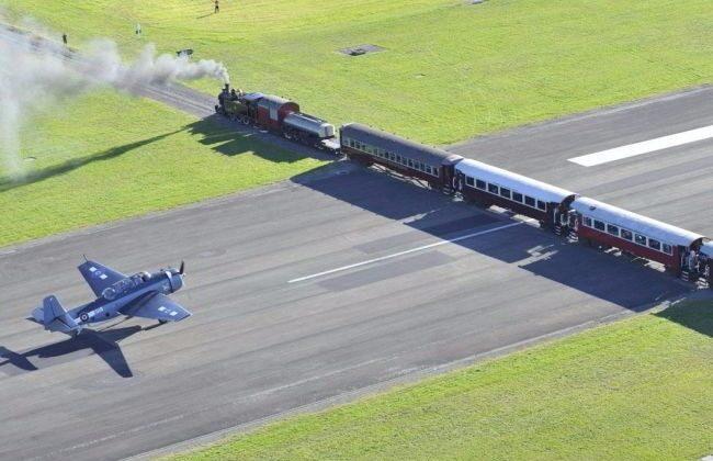 दुनिया का एकमात्र एयरपोर्ट जहाँ रनवे के बिल्कुल बीच से गुजरती हैं ट्रेन ( gisborne airport new zealand only airport in the world where the train passes through exactly the runway )