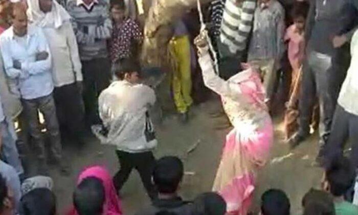 पति की दरिंदगी : पत्नी को पेड़ से लटका बेल्ट से बड़ी बेरहमी से पीटता रहा ( viral video woman beaten up in up by husband in bulandshahr uttar pradesh )