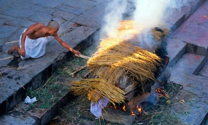 जानिए अलग-अलग धर्मों की चौंकाने वाली अंतिम संस्कार की विधि ( funeral ceremony of different religion )
