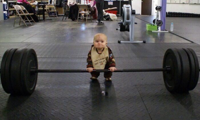 मजेदार तस्वीरें : बच्चे में है दम, नहीं किसी से कम ( funny photos 2 )