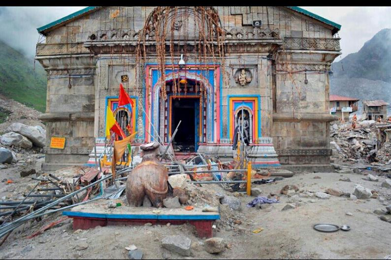 जून 2013 केदारनाथ आपदा के बाद केदारनाथ मंदिर