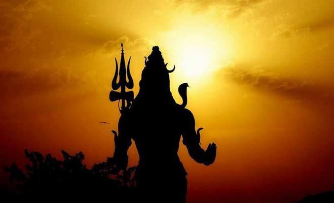 सावन 2018 : तो ऐसे आए शिव के गले में नाग और हाथ में डमरू ( story behind lord shiva naag moon and damru )