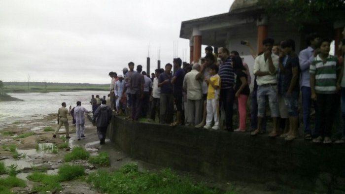 भोपाल : भारी बारिश के चलते नाले में बहे 2 बच्चे ( bhopal on alert of heavy rain )